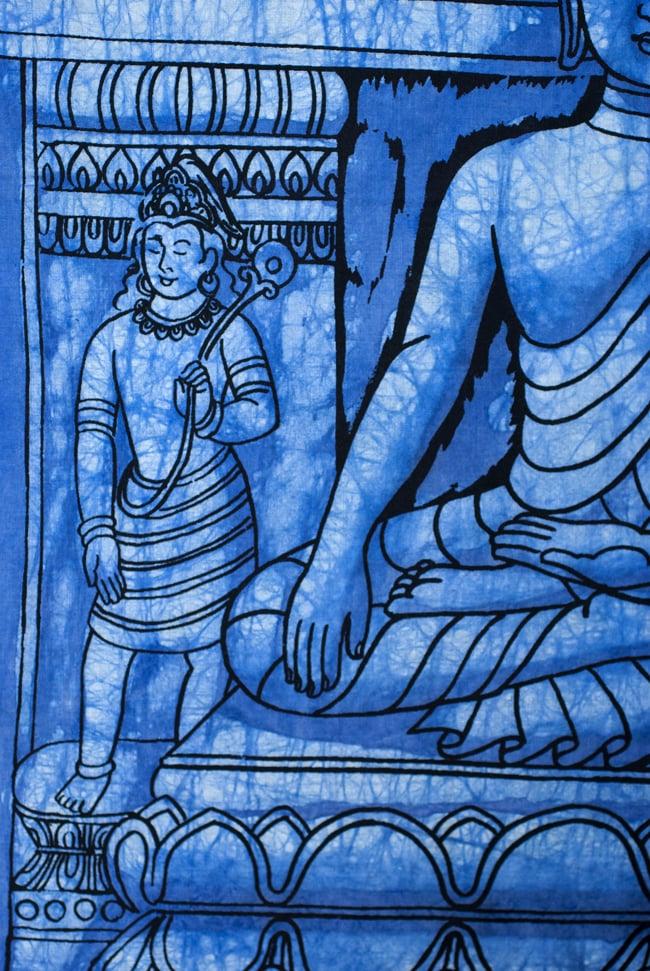 [小サイズ]バティック染めのタペストリー風神様布 - レリーフ・ブッダ[約50x85cm]の写真3 - 柄の拡大です