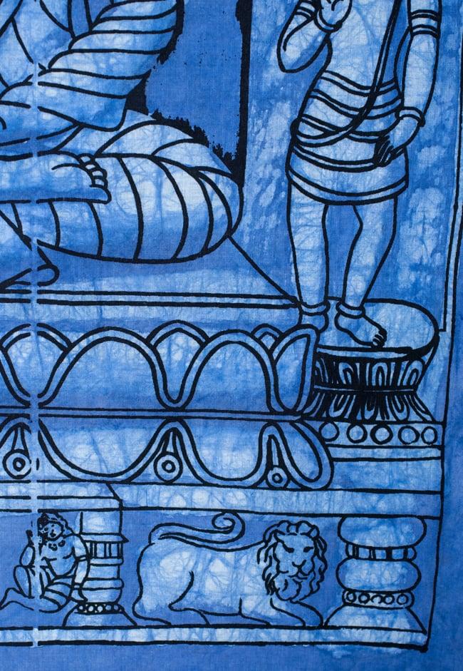 [小サイズ]バティック染めのタペストリー風神様布 - レリーフ・ブッダ[約50x85cm]の写真4 - 柄の拡大です