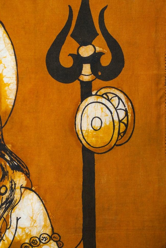 [小サイズ]バティック染めのタペストリー風神様布 - 座りシヴァ[約50x85cm]の写真4 - 柄の拡大です