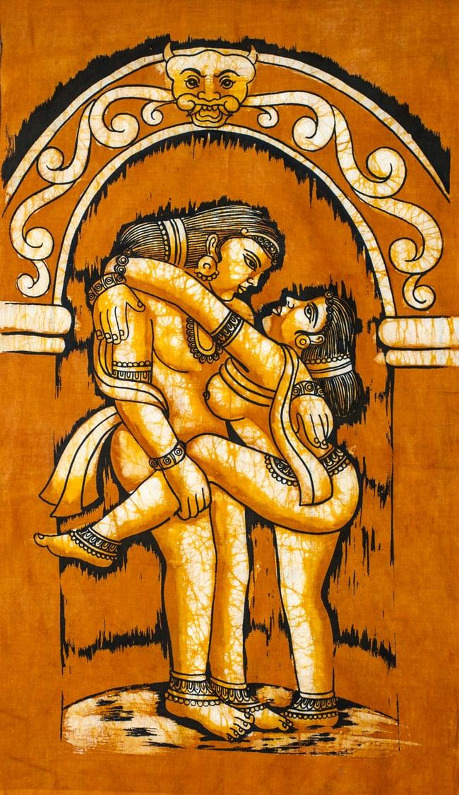 [小サイズ]バティック染めのタペストリー風神様布 - カーマ・スートラ[約50x85cm]の写真