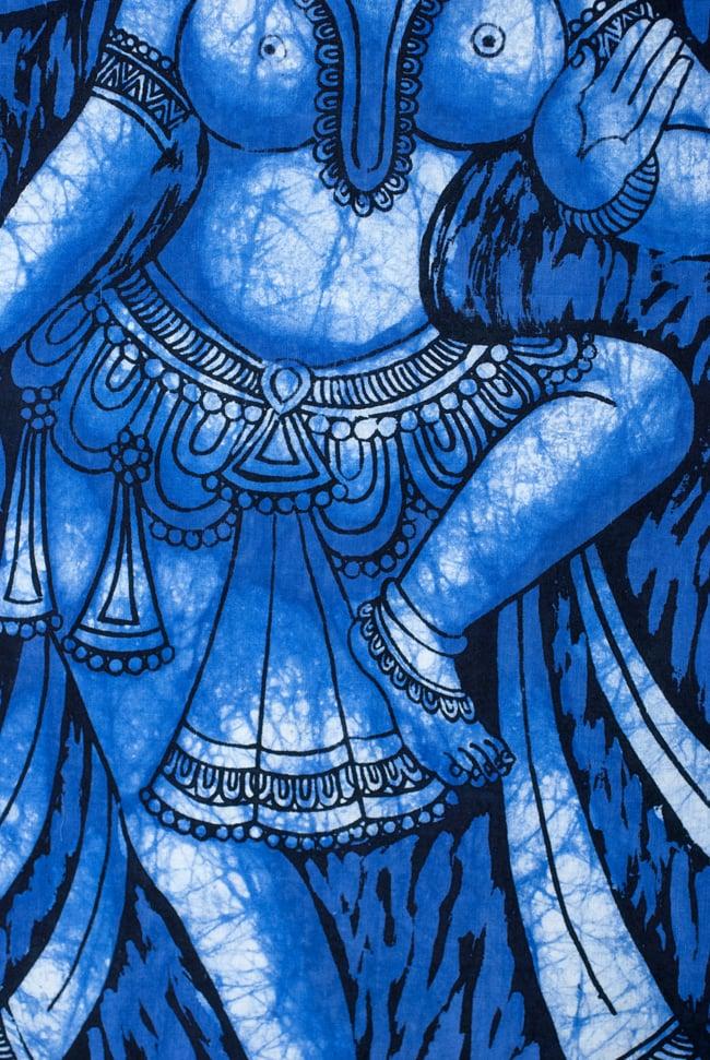 [小サイズ]バティック染めのタペストリー風神様布 - ドゥルガー[約50x85cm]の写真4 - 柄の拡大です