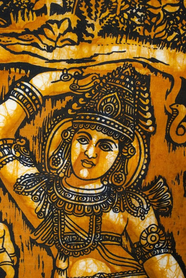 [小サイズ]バティック染めのタペストリー風神様布 - クリシュナ[約50x85cm]の写真2 - 顔のあたりを見てみました。