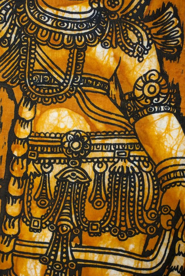 [小サイズ]バティック染めのタペストリー風神様布 - クリシュナ[約50x85cm]の写真4 - 柄の拡大です