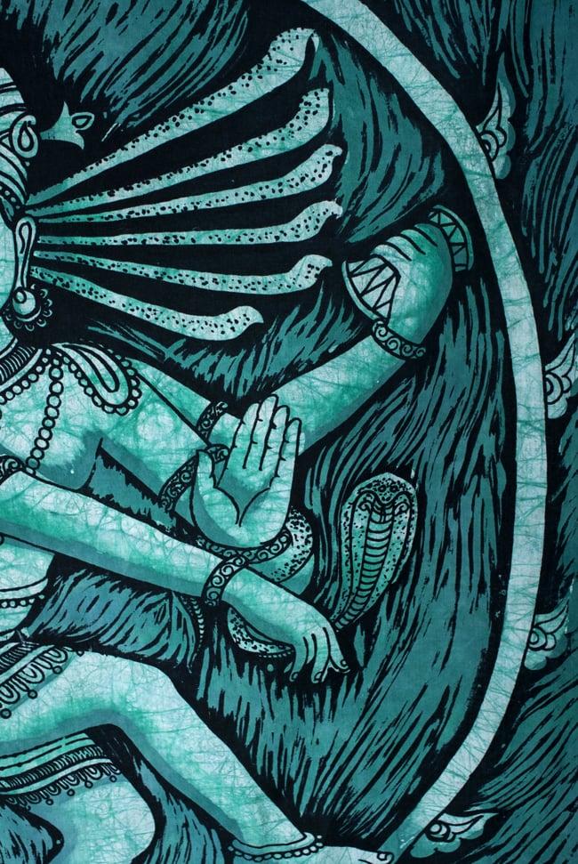 [大サイズ]バティック染めのタペストリー風神様布 - ナタラジ(ダンシングシヴァ)[約85x130cm]の写真3 - 柄の拡大です