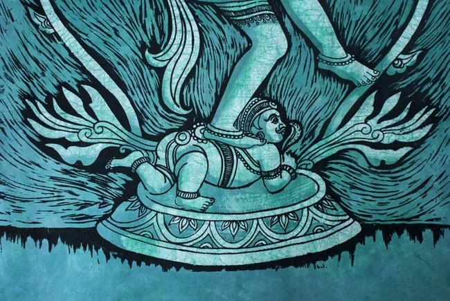 [大サイズ]バティック染めのタペストリー風神様布 - ナタラジ(ダンシングシヴァ)[約85x130cm] 4 - 柄の拡大です
