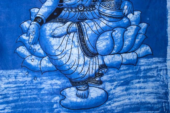 [大サイズ]バティック染めのタペストリー風神様布 - ラクシュミ[約85x130cm] 4 - 柄の拡大です