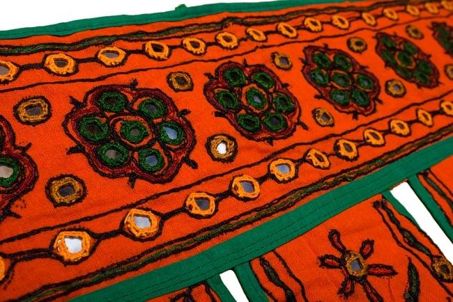 インドの飾りのれん 【花・象】 オレンジ アソートの写真2 - とても可愛くミラーが縫い付けられています