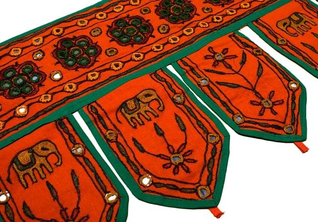 インドの飾りのれん 【花・象】 オレンジ アソートの写真3 - 柄を拡大してみました