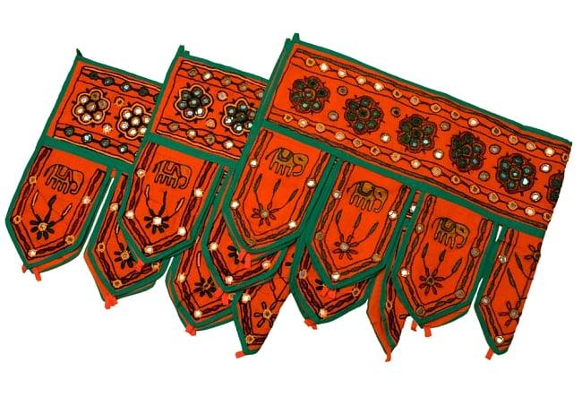 インドの飾りのれん 【花・象】 オレンジ アソートの写真5 - 写真のように刺繍の色がそれぞれ異なります。予めご了承くださいませ。