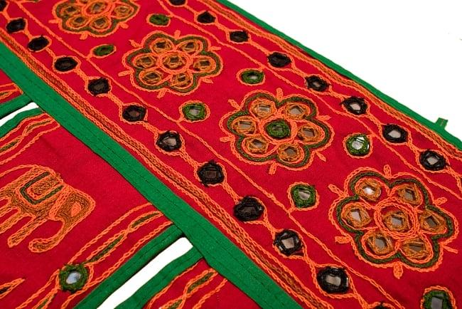 インドの飾りのれん 【花・象】 赤 アソートの写真2 - とても可愛くミラーが縫い付けられています