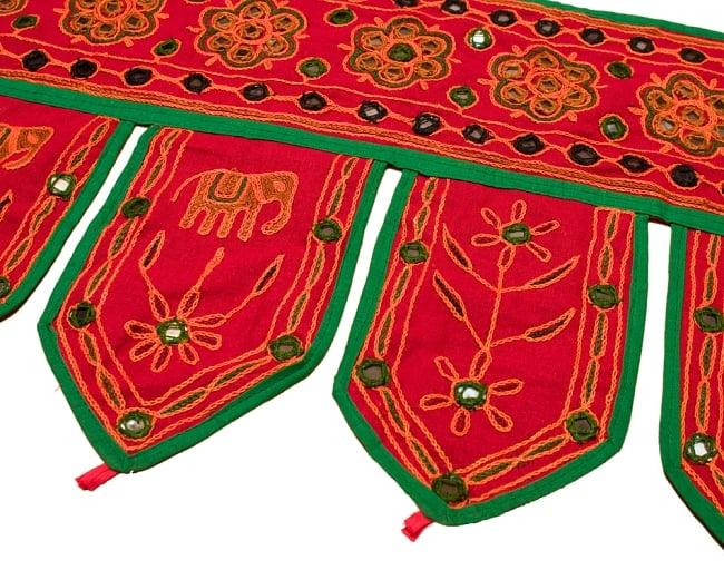インドの飾りのれん 【花・象】 赤 アソートの写真3 - 柄を拡大してみました