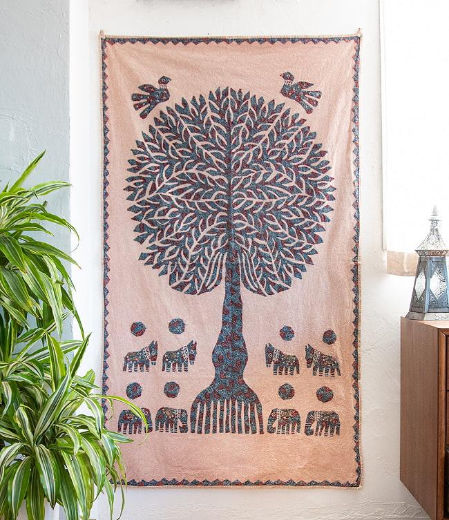 生命の樹のタペストリー -  ピンクベージュ 大(104cm)の写真