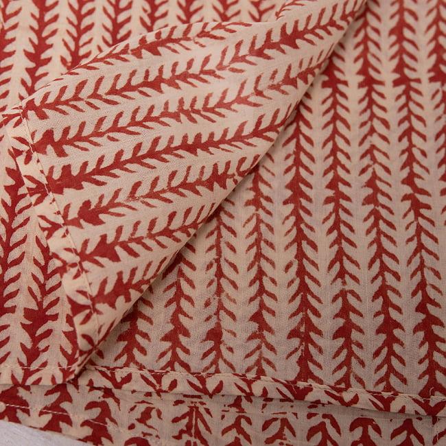 昔ながらの木版染め伝統模様布ハンカチ - ベージュ×レッド 3 - 裏面はこの様になっています。