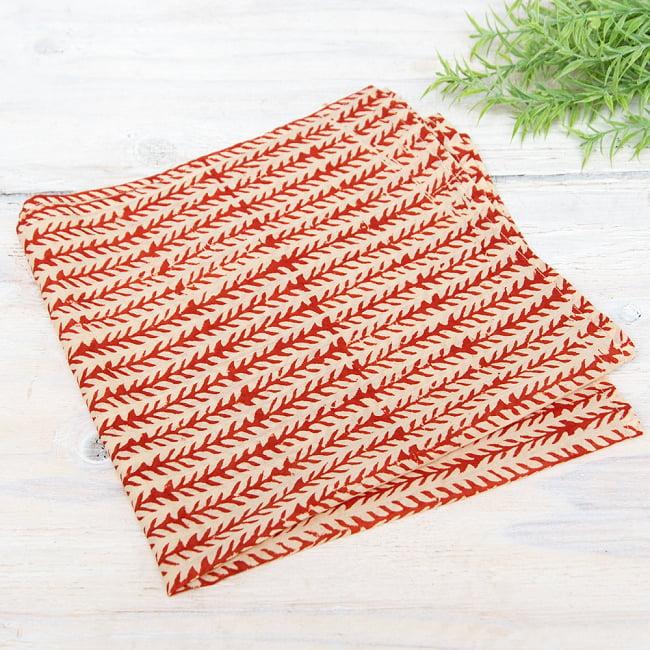 昔ながらの木版染め伝統模様布ハンカチ - ベージュ×レッドの写真