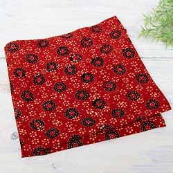 昔ながらの木版染め伝統模様布ハンカチ - 赤・円