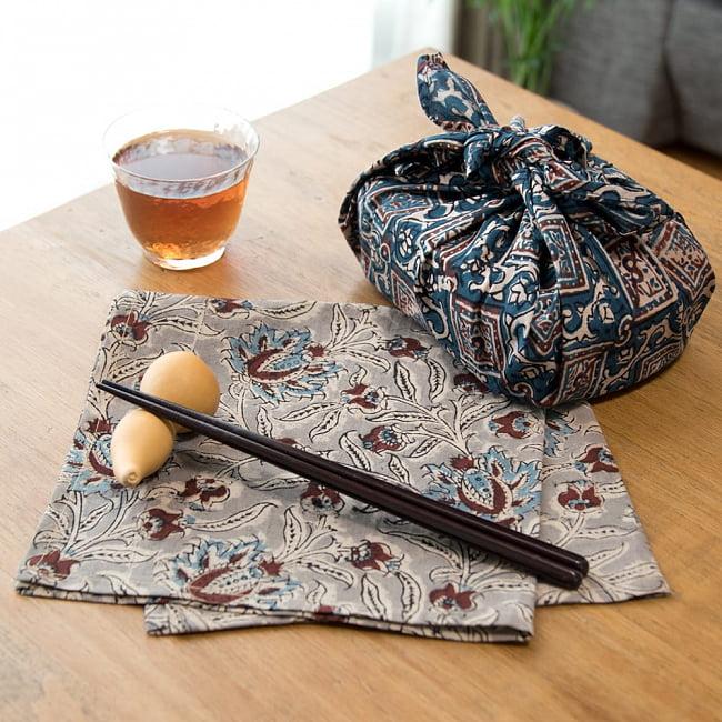 昔ながらの木版染め伝統模様布ハンカチ - マスタード 6 - お弁当を包むのにもピッタリなサイズです。アイデアしだいで無限の使いみちがあります。