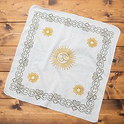 インドの木版染めハンカチ - OMホワイト