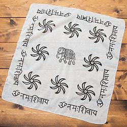 【お得!選べる4枚セット】 手作りインドの木版染めハンカチの写真