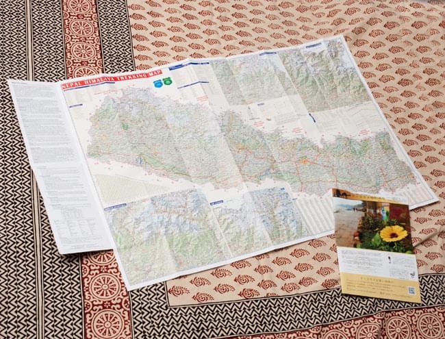 Trekking Guide Nepal【ネパール全土地図】 4 - 広げた時の大きさと、A4の駱駝通信を比較してみました。
