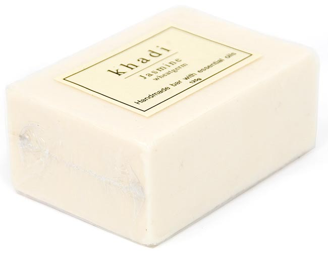 KHADI(カディ) ナチュラルソープ - ジャスミンの写真2 - 125gでちょうどいい大きさです。洗顔、手洗いなど使う場所を選びません。しっとりとした洗いあがりだという評判です。