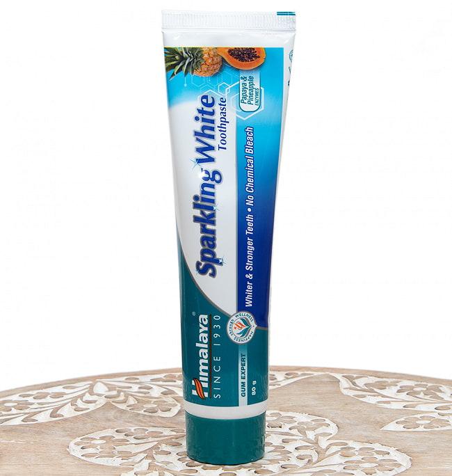 インドのアーユルヴェーダ歯磨き粉 - スパークリングホワイト【Himalaya Herbals】の写真