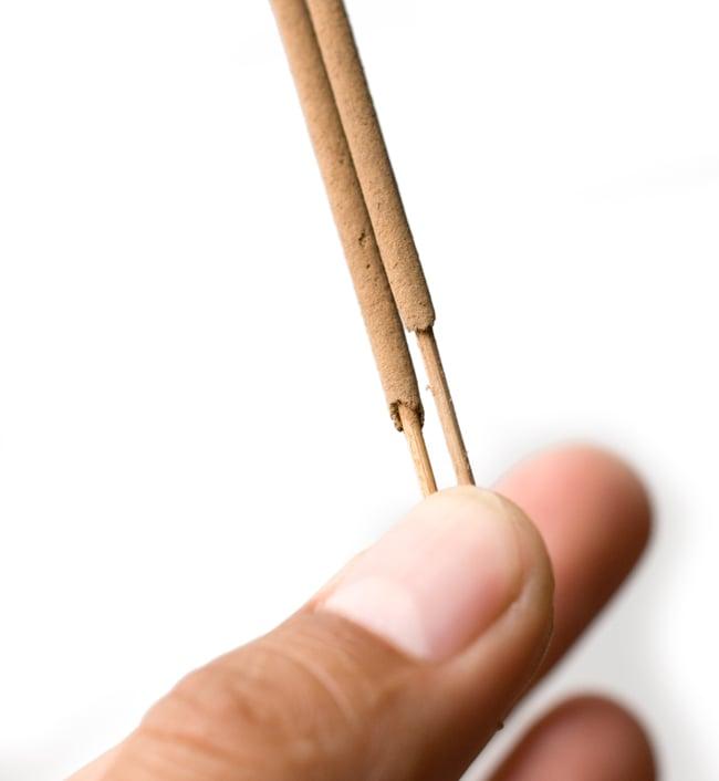 CINNAMON -シナモンの写真6 - お香のアップです