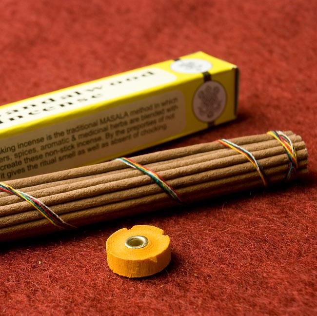 Pure Sandarwood ピュア・サンダルウッドのチベット香 3 - お香はちょっと太めですが、付属のお香立てを使用できるので安心です。