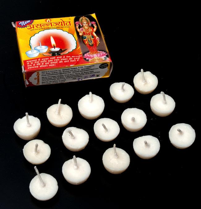 礼拝用ギーキャンドル - Prasanna Jyotの写真2 - パッケージの中には約15個のギーキャンドルが入っています