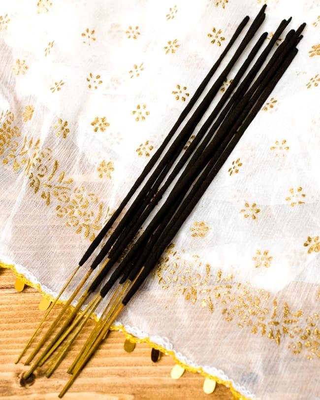 マイソールの香木(MYSORE SANDAL)の香り - オウロシカ香の写真3 - だいたいこのくらいの本数が入っています。