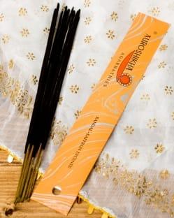 香木とサフラン(SANDAL - SAFFRON)の香り - オウロシカ香(IND-INS-255)