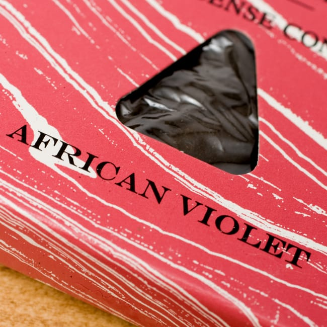セントポーリア(AFRICAN VIOLET)の香り - オウロシカコーン香の写真2 - オウロシカオリジナルの模様箱です。