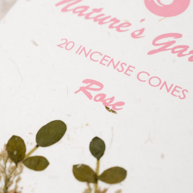 バラ(ROSE)の香り - オウロシカコーン香の写真2 - オウロシカオリジナルの模様箱です。こちらに香名が記載されています。