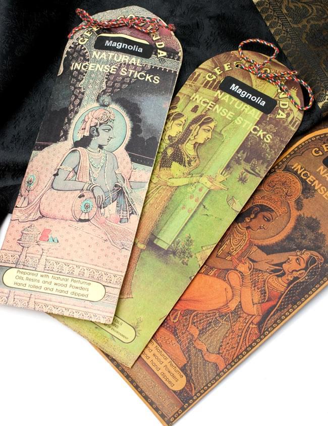 Geet Govinda ギータ・ゴーヴィンダ香 - Fantasiaの写真5 - 同ジャンル品の写真です。同じお香でも、パッケージの色や絵がそれぞれ異なっております。ランダムでお送りいたしますので、予めご了承くださいませ。