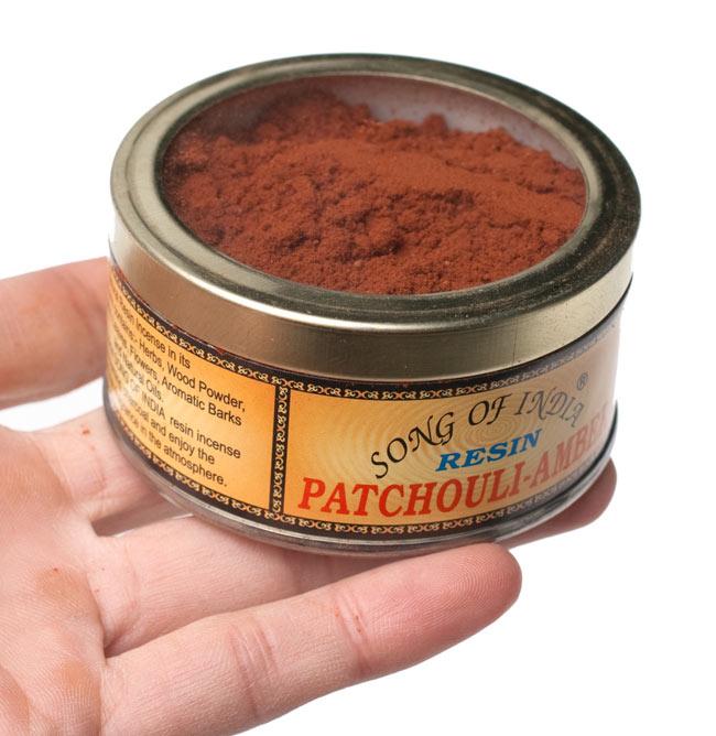 パチュリ・アンバー(Patchouli-Amber) - 粉末香の写真4 - サイズ比較のために手に持ってみました