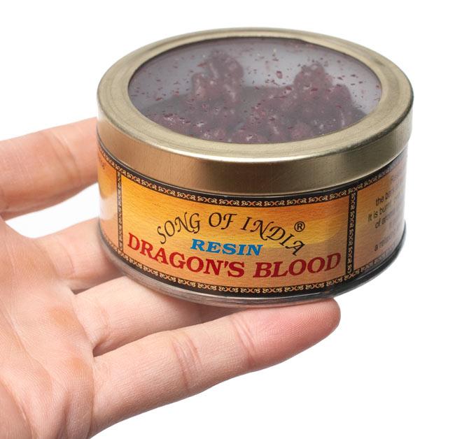 ドラゴンズ・ブラッド(Dragons Blood) - レジン樹脂香の写真4 - サイズ比較のために手に持ってみました