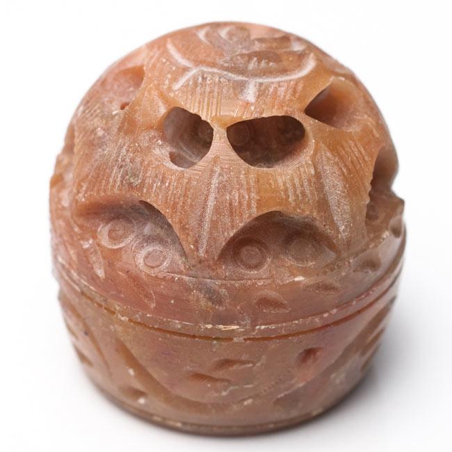 クリーム・フレグランス[ソープストーン] - 白檀の香り(プレシャス・サンダル) 5 - シンプルに撮影しました。フレグランスの使用後はピルケースとして使用できます