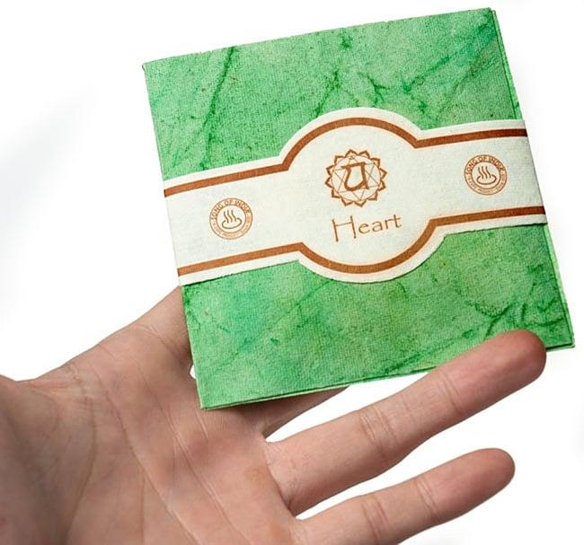 第4チャクラ(ハートチャクラ) - Chakra Collection【サシェ】 3 - サイズ比較のために手に持ってみました
