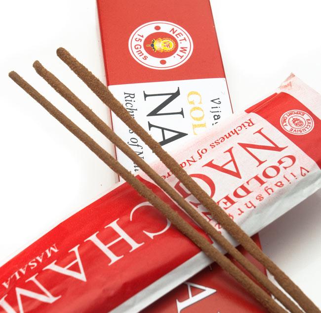 Golden Nag Champa香の写真2 - お香の表面をアップにしました。パウダーが付いている高級なお香です
