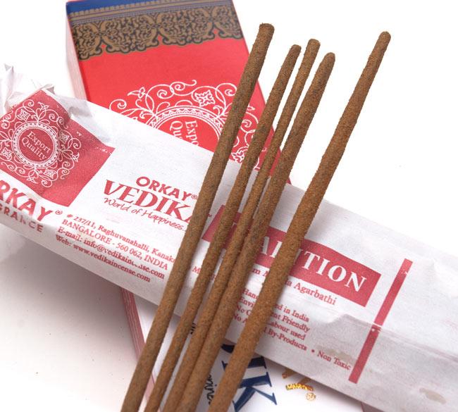 Vedika Tradition香の写真2 - お香の表面をアップにしました。パウダーが付いている高級なお香です