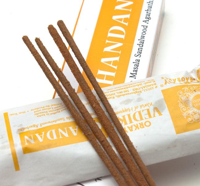 Vedika Chandan香の写真2 - お香の表面をアップにしました。パウダーが付いている高級なお香です