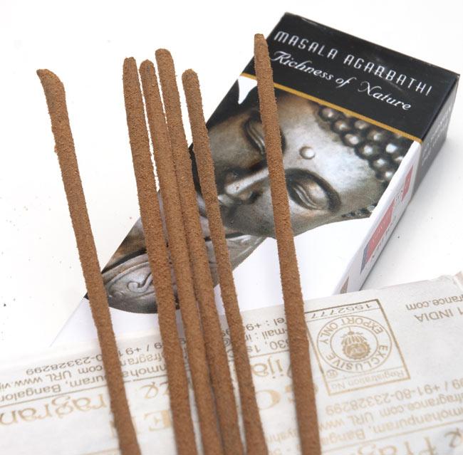 Golden Buddha香の写真2 - お香の表面をアップにしました。パウダーが付いている高級なお香です
