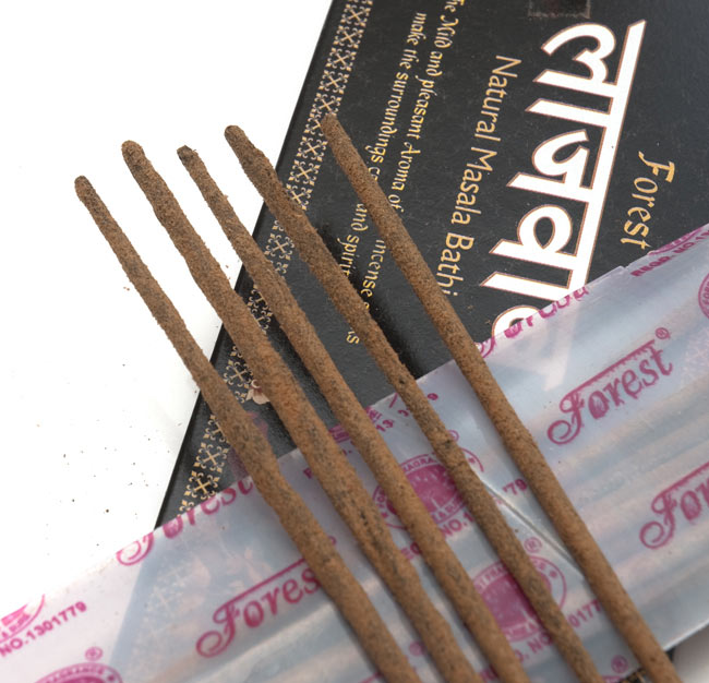 ナチュラルマサラ香 - Lajawab Natural Masala Bathi 2 - お香の表面をアップにしました。パウダーが付いている高級なお香です