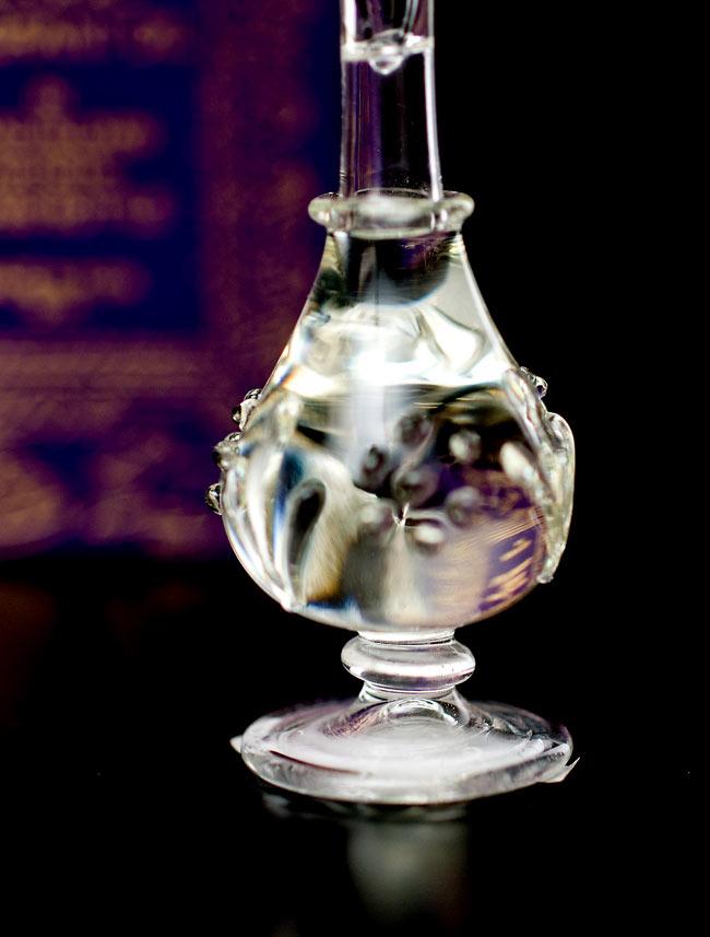 【5ml】金銀花(Honey Suckle) - ナチュラルフレグランスオイル の写真4 - 装飾の施されたボトルです。ハンドメイドのため、デザインや大きさは一つ一つことなります。