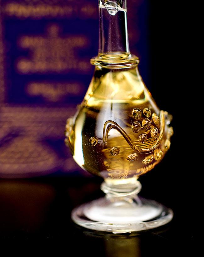 【5ml】ネロリ(Neroli) - ナチュラルフレグランスオイル の写真4 - 装飾の施されたボトルです。ハンドメイドのため、デザインや大きさは一つ一つことなります。