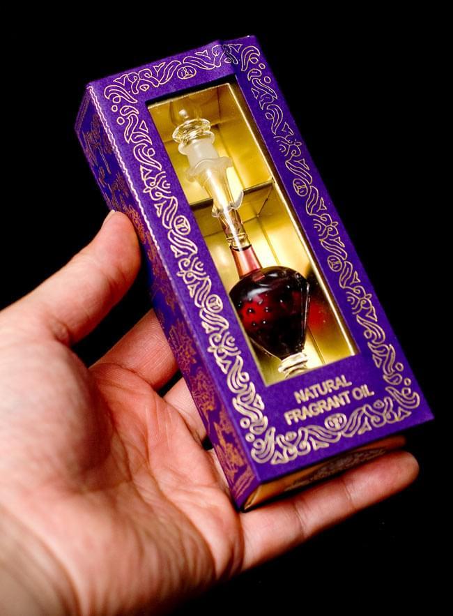 【5ml】バニラ(Vanilla) - ナチュラルフレグランスオイル  6 - 手にとってみるとこれくらいの大きさです。