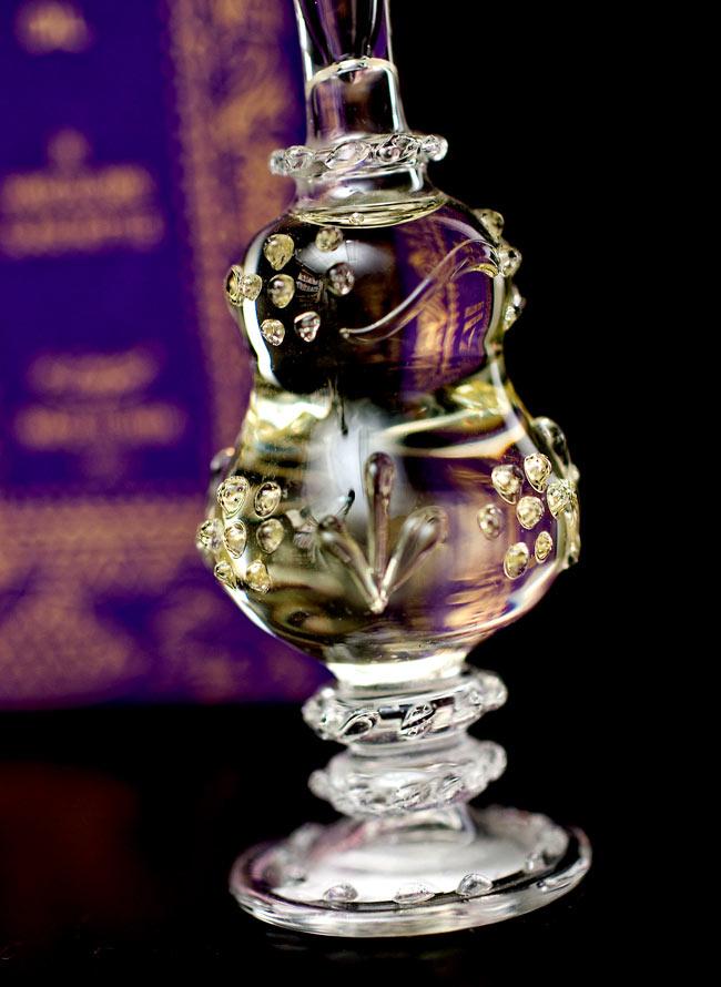 【15ml】クリシュナ・ムスク(Krishna Musk) - ナチュラルフレグランスオイル の写真4 - 装飾の施されたボトルです。ハンドメイドのため、デザインや大きさは一つ一つことなります。