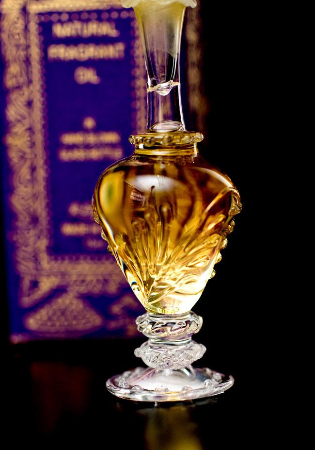 【15ml】ネロリ(Neroli) - ナチュラルフレグランスオイル の写真4 - 装飾の施されたボトルです。ハンドメイドのため、デザインや大きさは一つ一つことなります。
