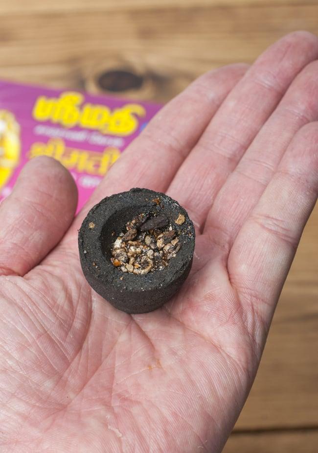 貴婦人の安息香 SRIMATHI - Instant Sambrani cone 樹脂香タイプの写真5 - 手に取るとこれくらいのお大きさ。