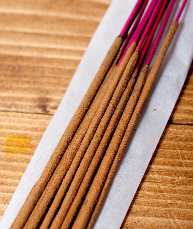 Deepika ナグチャンパ香 Nag Champaの写真5 - お香の拡大写真です。しっかりと作られています。