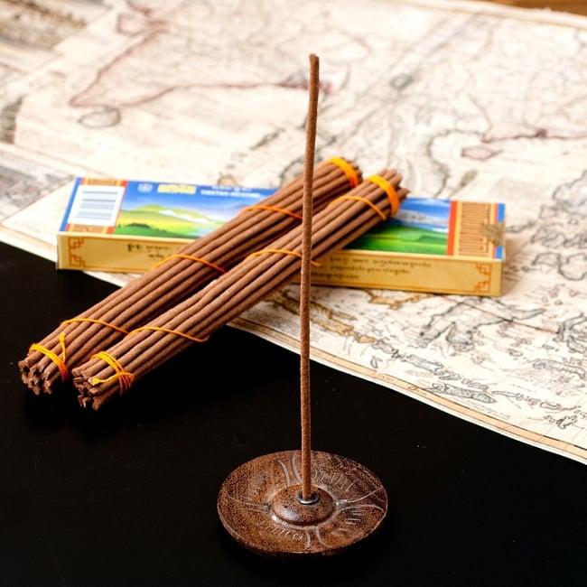 【約40本入り】Sorig チベタンインセンス【メン・ツィー・カンのお香】 7 - 通常のインド香よりも太いので、このようなチベット香用のお香立てをご使用ください。